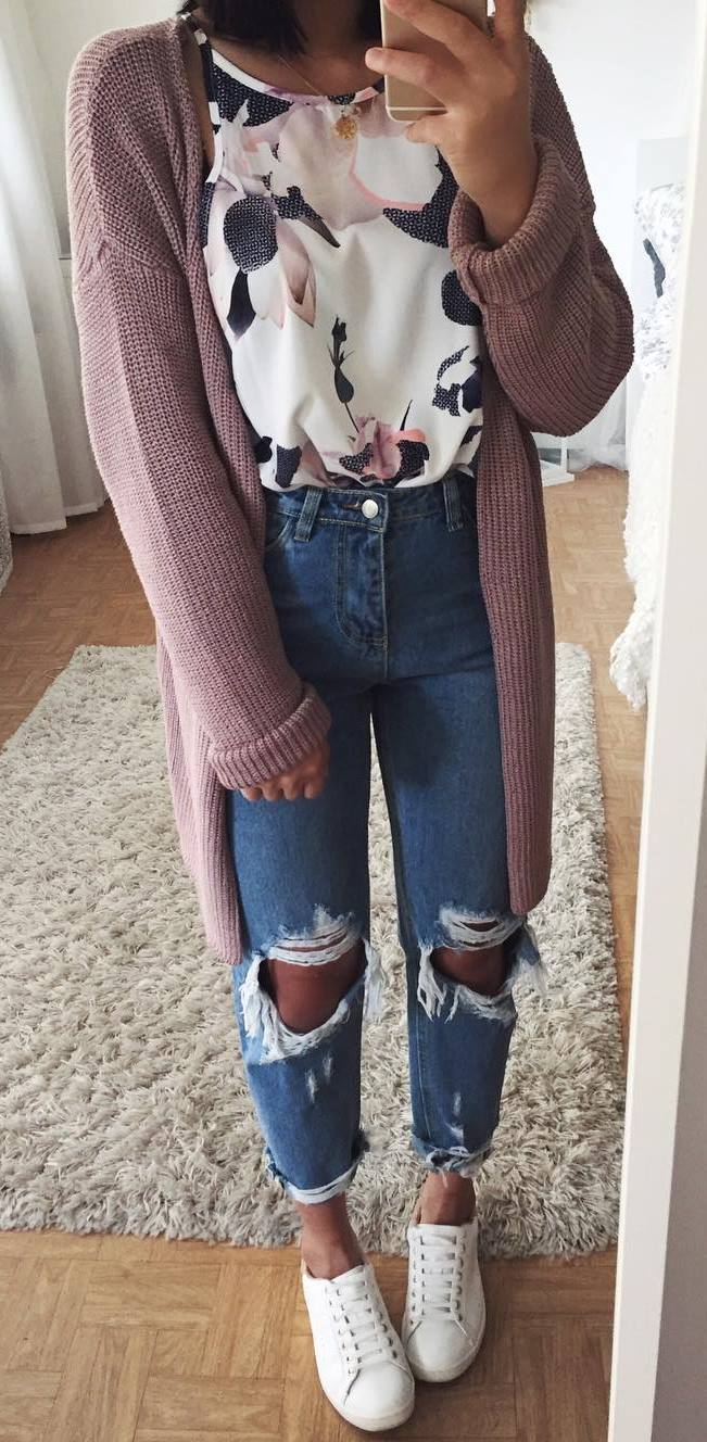 cool spring outfit / floral top + cardi + boyfriend jeans + sneakers