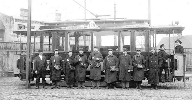 Начало ХХ в. Рига, Российская империя. Трамвай, проезжающий мимо памятника Петру I