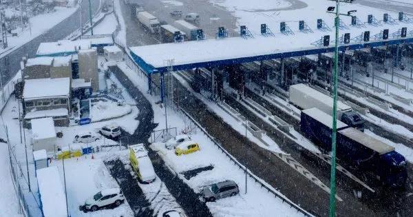 Πνίγηκε στο... χιόνι η κυβέρνηση: Τα έκλεισε ξανά όλα! - Πολλά προβλήματα σε ηλεκτροδότηση και μετακινήσεις