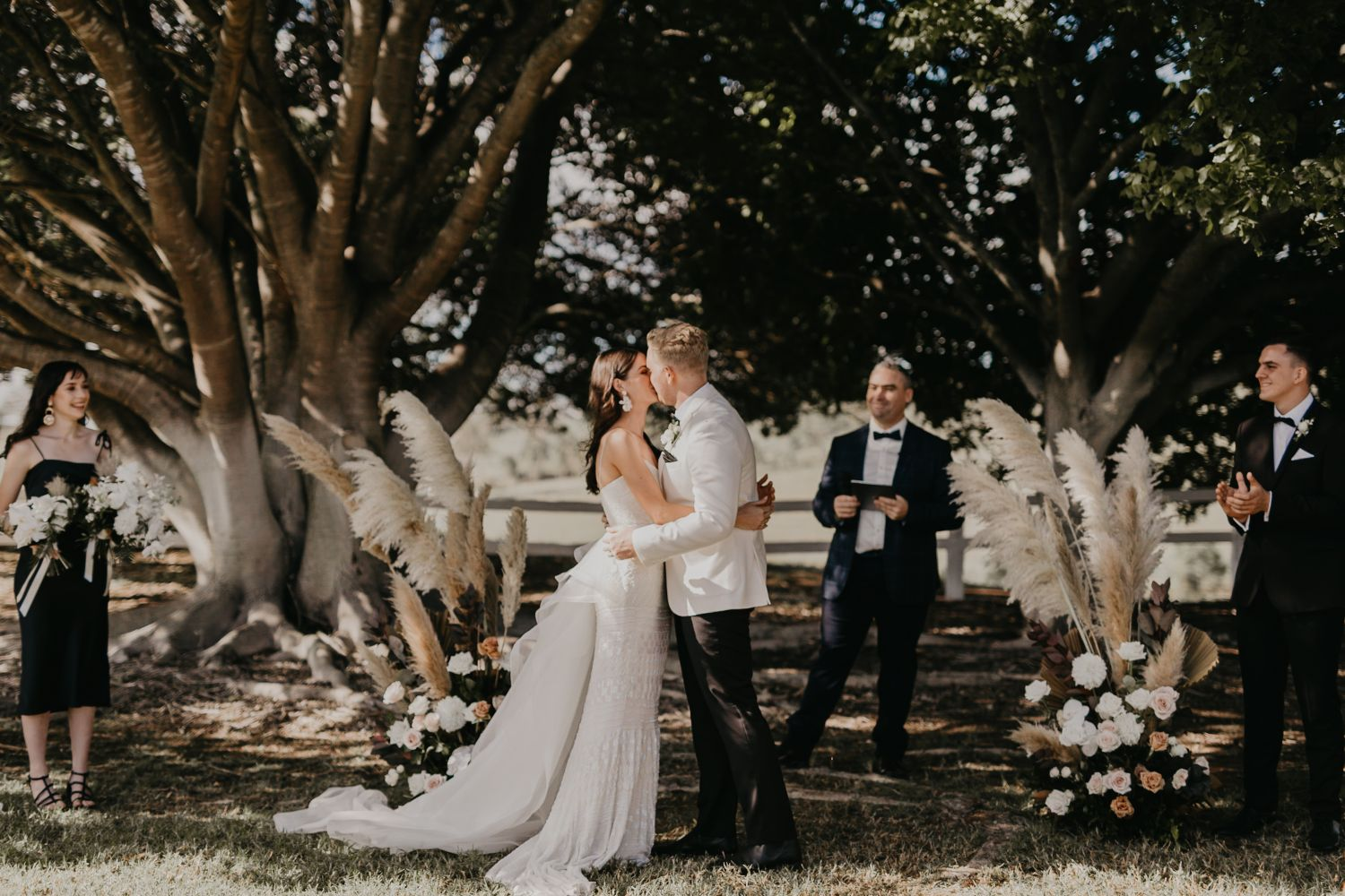 brisbane wedding florals matthew gillam photography flowers bridal bouquet installations