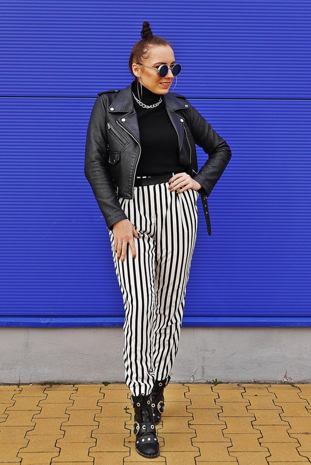 blog modowy blogerka modowa spodnie w paski czarna ramoneska srebrny łańcuch golf okulary karyn puławy