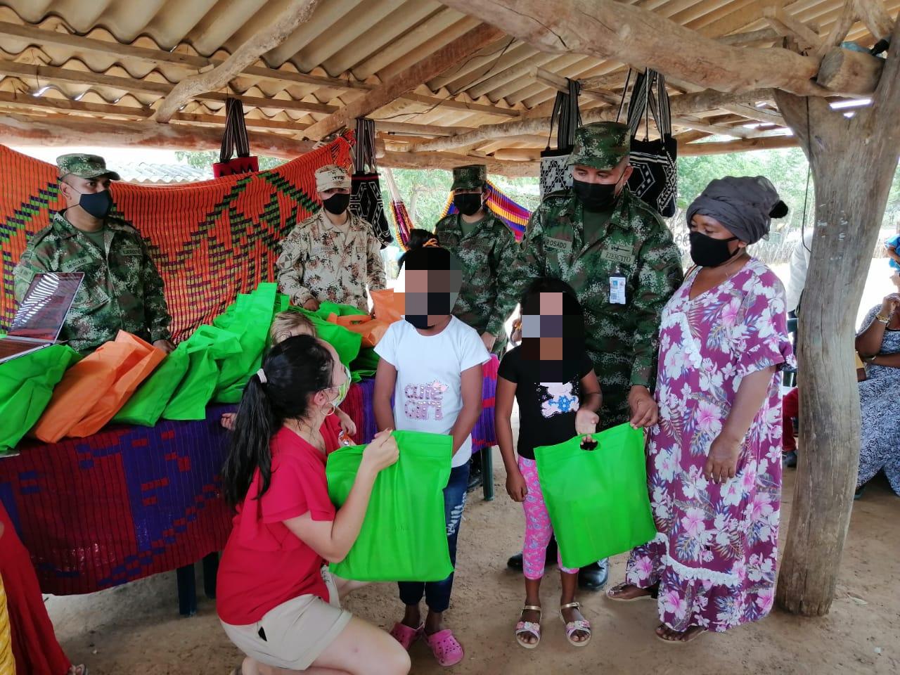 hoyennoticia.com, Ejército y Fundación Hilo Sagrado entregaron mercados y kit educativos en comunidades wayuu