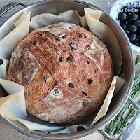 Pan de Aceitunas Negras y Romero Fresco