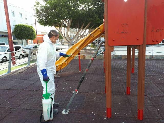 AYTO%2BDESINFECTA%2BZONAS%2BSENSIBLES%2B%2B%25285%2529 - Fuerteventura.- Ayuntamiento de Puerto del Rosario procede a efectuar labores de desinfección en espacios y zonas sensibles al contagio