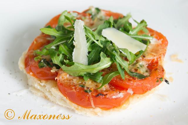 Тарталетки с помидорами и расплавленным пармезаном от Гордона Рамзи