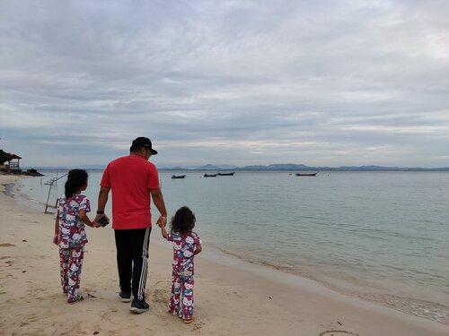 Cemas Terpijak Landak Laut di Pulau Kapas