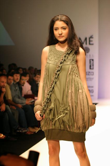 Anushka Sharma Hot Stills ~ High Resolution Pictures
