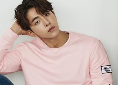 """Biografi  Nam Joo-hyuk  Biodata   Nama lengkap : Nam Joo-Hyuk  Tanggal Lahir : 22 Februari 1994  Tempat Lahir : Busan, Korea Selatan  Profesi : Model dan Aktor  Tinggi : 188 cm  SNS : Instagram @skawngur   Biografi   Nam Joo-hyuk adalah model dan aktor korea selatan. Pria kelahiran Busan, 22 februari 1994 ini memulai karirnya dengan debut sebagai model untuk brand pakaian """"SONGZIO Homme Spring/Summer 2014 collection"""" di tahun 2013. Debut tersebut ia lakukan di bawah agensi YG K Plus. Ketertarikan Joo-hyuk di bidang model dimulai ketika ia duduk di bangku kelas 3 sekolah menengah pertama. Saat itu, ia menganggap pekerjaan model sebagai pekerjaan yang keren, sehingga ia bertekad untuk menantang dirinya sendiri untuk menjadi model. Keinginannya menjadi model juga disebabkan oleh ketidak sukaannya untuk belajar dalam bidang pendidikan. Hal tersebut yang menjadi alasan Joo-hyuk tidak melanjutkan studinya ke universitas setelah lulus sekolah menengah akhir.  Keputusannya untuk menjadi model awalnya mendapat tentangan dari orang tuanya terlebih ibunya. Ibunya berpikir bahwa pekerjaan sebagai model bukanlah pekerjaan dengan gaji yang besar, karena bergantung pada kesuksesan masing-masing model itu sendiri. Tentangan itu semakin diperkuat terlebih karena Joo-hyuk merupakan anak tunggal dalam keluarganya. Mereka pun akhirnya, melarang Joo-hyuk untuk mengikuti audisi sekolah"""