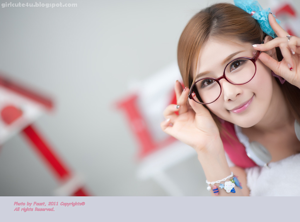 xxx nude girls: Cute Hwang Ga Hi