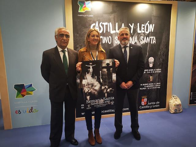 Presidente y vicepresidente de la Junta de Semana Santa de Salamanca junto a la directora de Turismo de Castilla y León