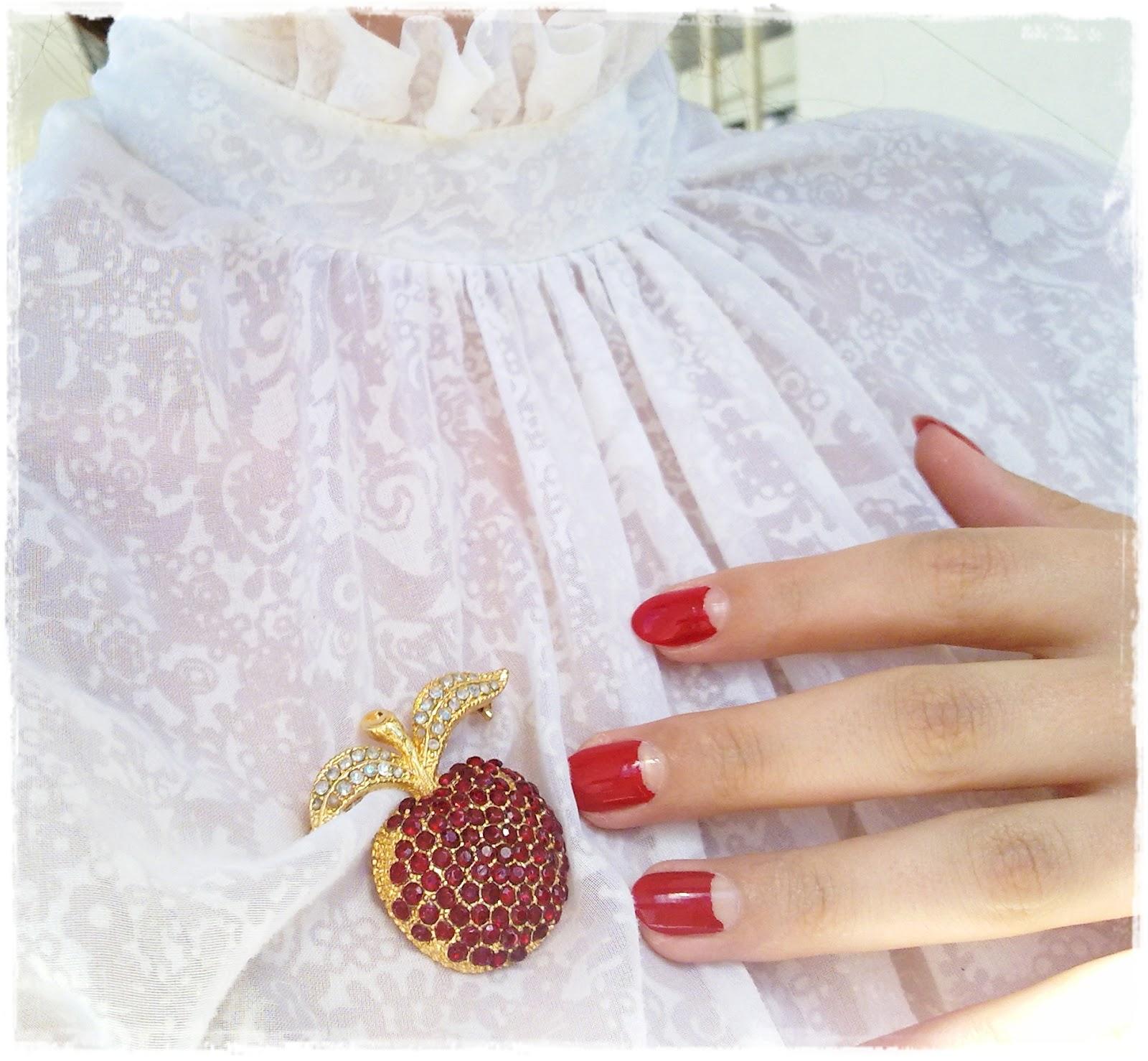 Idda van Munster: Half moon vintage nails