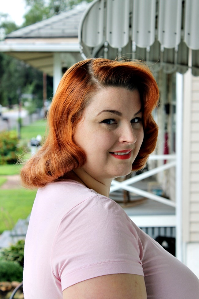 How to style perfect 1940s pin up hair like Bettie Page or Dita Von Teese