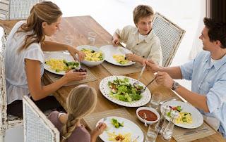 Семья трапеза ужин стол