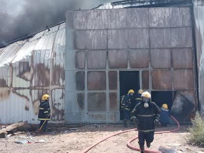 الدفاع المدني تخمد حريق اندلع داخل مخزن في قضاء شط العرب في البصرة