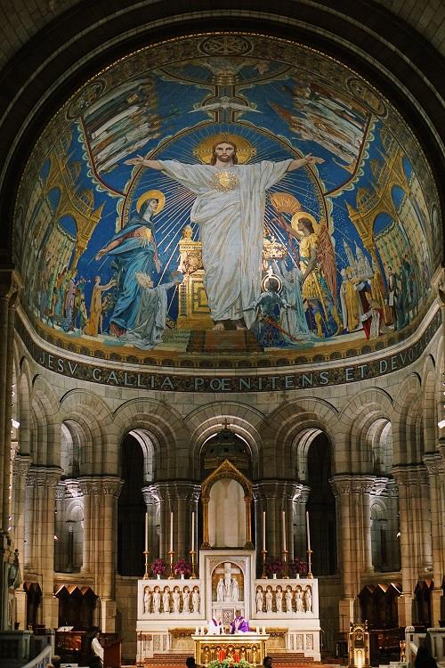 Sacré-Cœur Basilica during Sunday mass