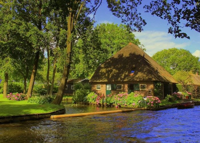 Beautiful scenes in Holland captivated people