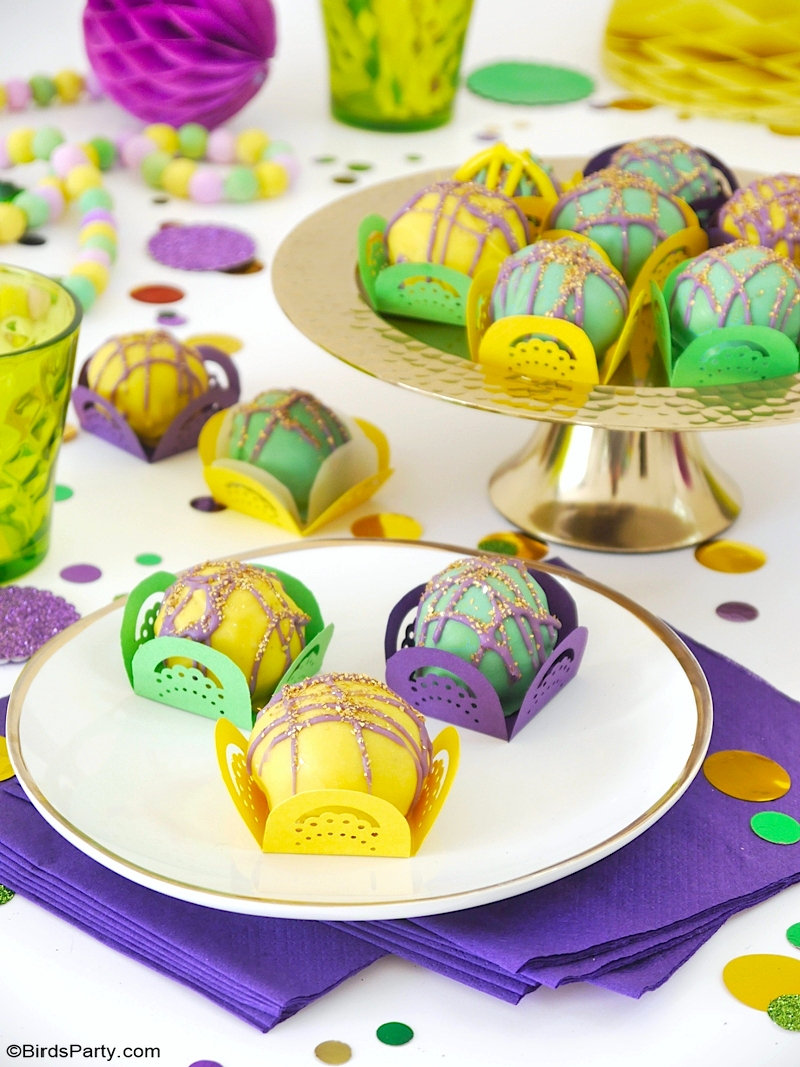 Mardi Gras Oreo Truffles Recipe + DIY Paper Cases with FREE Template - a no-bake recipe that looks so pretty and festive for your Mardi Gras party! by BirdsParty.com @birdsparty #oreorecipes #oreotruffles #truffles #mardigras #mardigrastruffles #chocolatetruffles #mardigrasoreotruffles #mardigrasfood #mardigrasparty #recipe