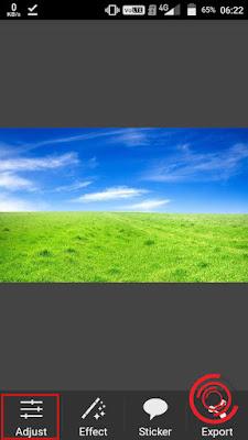 1. Langkah pertama silakan kalian buka aplikasi Picsay Pro dan buka foto yang ingin dirubah warna rumputnya, setelah itu pilih menu Adjust