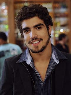 Caio Castro namorará com homem em nova novela da Globo
