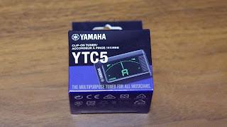 YAMAHA の小型クリップチューナ YTC5