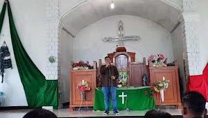 Usai Ibadah Minggu, Vandiko Berbagi Berkat di Desa Hutagalung Samosir