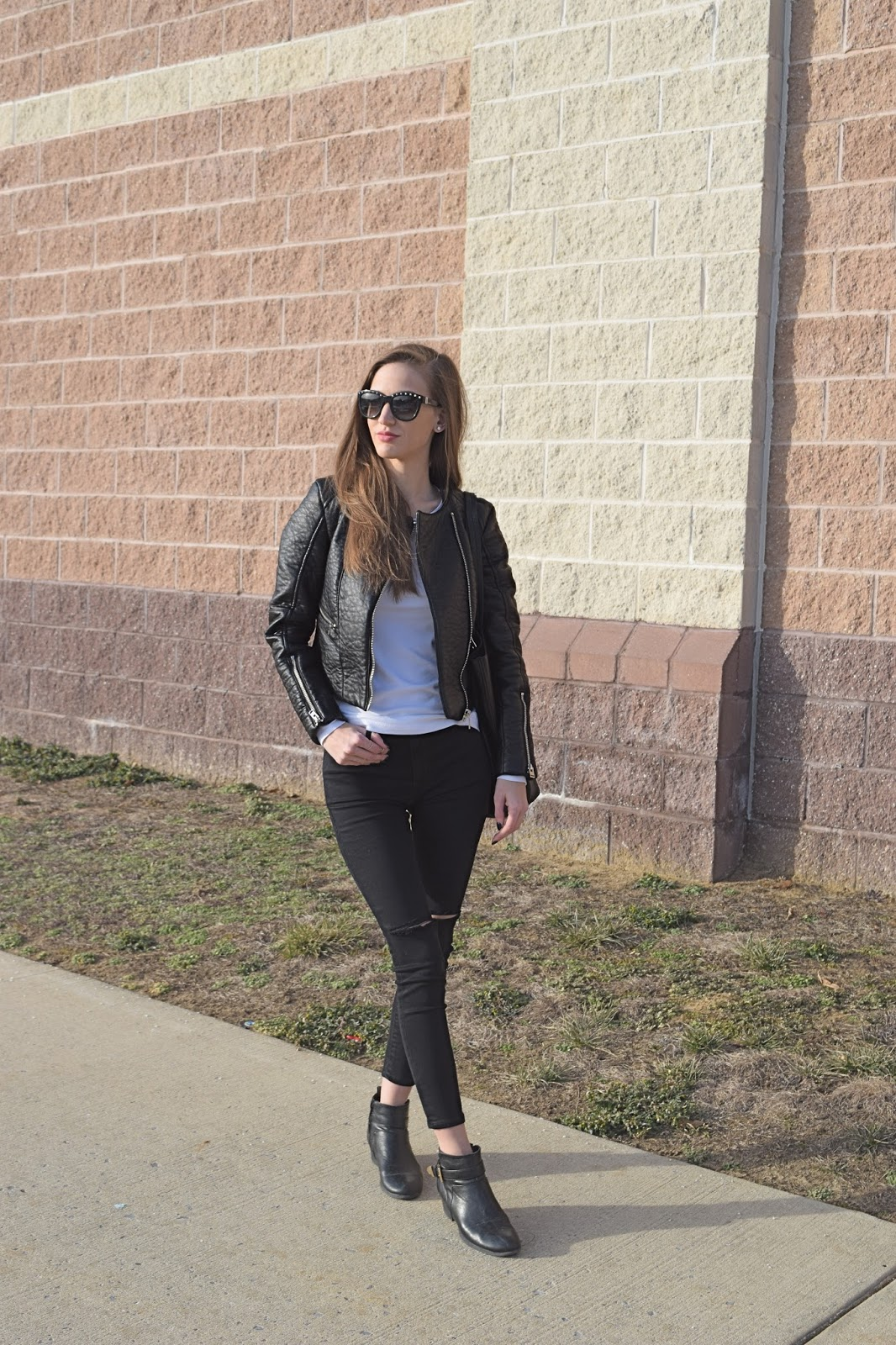 blogger wearing leather zipper jacket, topshop jamie riped high rise jeans, Nordstom street level faux leather tote bag