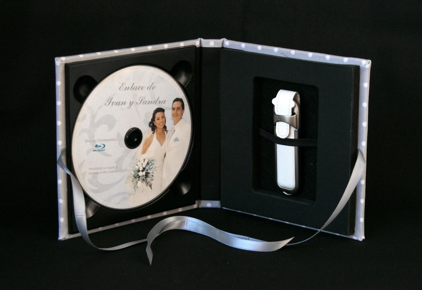 Caja para DVD y pendrive lunares abierta 2