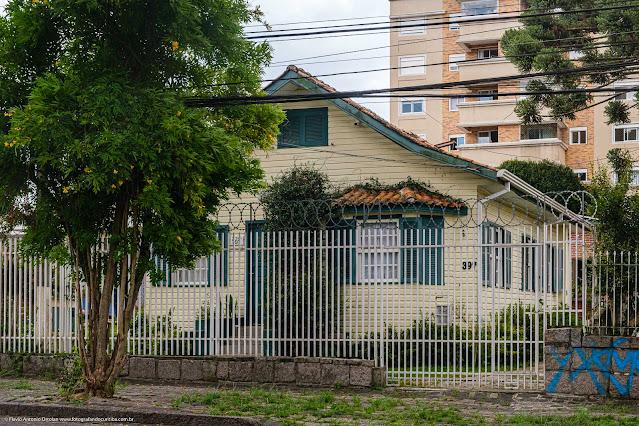 Casa de madeira na Rua Fernando Amaro - fachada