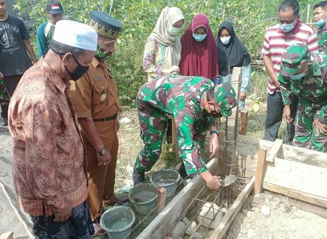 Dandim 0103/Aut Letakan Batu Pertama Bangun Rumah Ibu Rosmini Istri dari Alm Sertu Saifudin