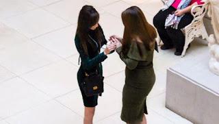 ΣΑΛΟΣ ΣΤΟ youtube❗ Γυναίκα έκανε πρόταση γάμου στη φίλη της❗ ➤➕〝📹ΒΙΝΤΕΟ〞