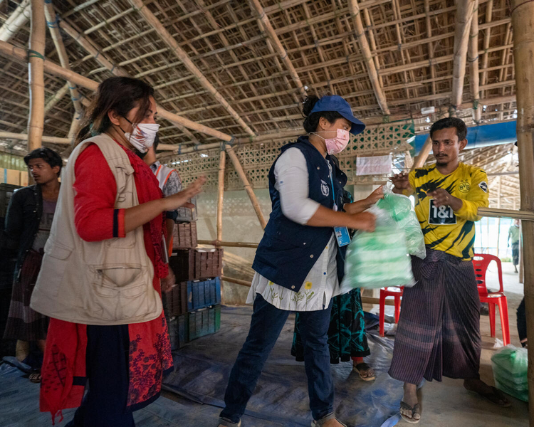 WFP and partners step up to provide rapid food assistance to Rohingya refugees affected by fire in the camps