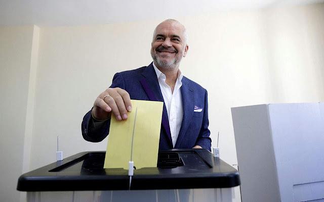 Αλβανικές εκλογές: Ο Ράμα χτυπά πέναλτι σε... άδεια εστία