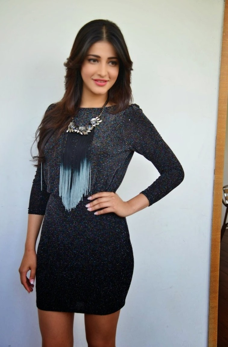 Shruti Haasan Legs Showing Stills