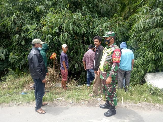 Untuk Menjaga Kebersihan Lingkungan Diwilayah Binaan, Personel jajaran Kodim 0207/Simalungun Laksanakan Komsos