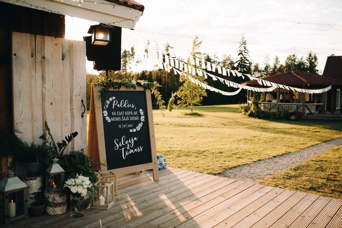uzraksti kāzu dekors