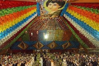 Casamento coletivo no Maior São João do Mundo reúne 120 casais na Pirâmide do Parque do Povo