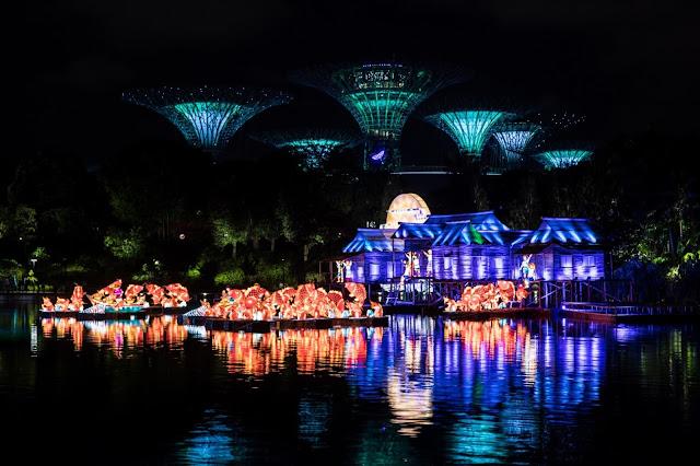 Lễ hội Trung thu 2019 tại Singapore với nhiều chương trình thú vị, sẽ kéo dài từ ngày 31.8 đến 28.9. Dịp này, khu phố Chinatown rực rỡ sắc màu bởi những chiếc đèn lồng, sẽ rất náo nhiệt không khí Tết Trung thu - một trong những lễ hội đặc trưng nhất trong năm của người Hoa tại Đảo quốc Sư tử.