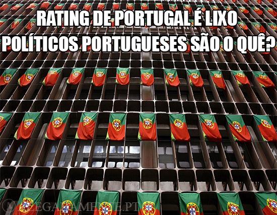 Alegadamente: Imagem inúmeras bandeiras de Portugal – Se o Rating de Portugal é um LIXO, os Políticos Portugueses são o quê?