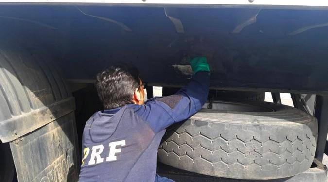 PRF apreende semirreboque com chassi de carretinha em MG