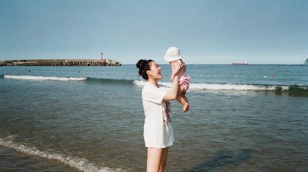 談起照顧寶寶,蔡詩芸表示無論餵母乳、長大後斷奶,努力維持她的母乳體質是最重要的事(圖片來源 Dizzy Dizzo Instagram)