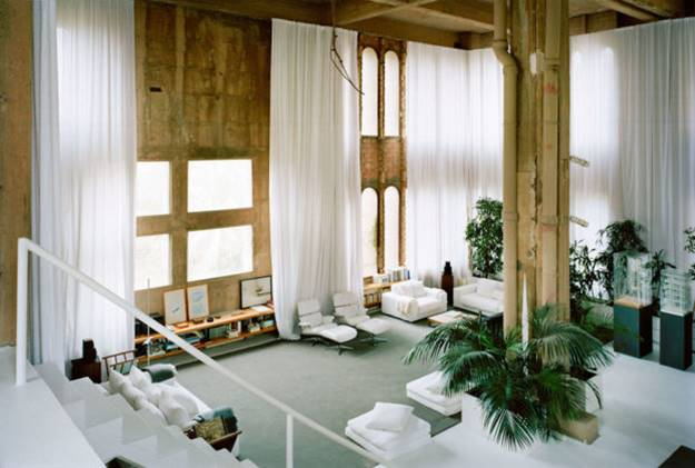 The architect Ricardo Bofill has turned an old factory into one of the most beautiful houses in the world