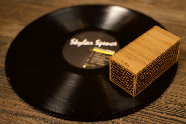 The World's Smallest Vinyl Record Player! Built-in Bluetooth Connectivity (RymatiCAST.com / Rymatica)