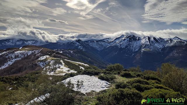 Vista desde el Alto de la Tejera hacia el Estorbín de Valverde