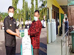 PT TKA Salurkan 100 Tabung Oksigen dan 30 Unit Regulator ke RSUD Dharmasraya