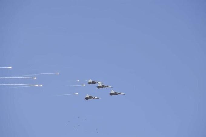 Ejercicios militares argelinos en el norte del país. Las fuerzas aéreas y la brigada de paracaidistas ensayan un ataque preventivo.