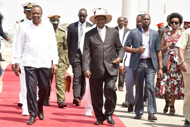 President Yoweri Museveni with President Uhuru Kenyatta