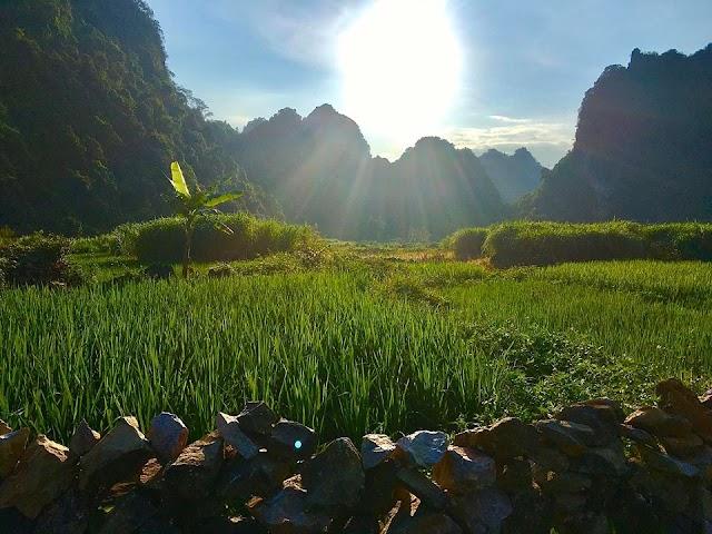 """Lên núi ngắm """"Mắt Thần"""" ở Cao Bằng"""