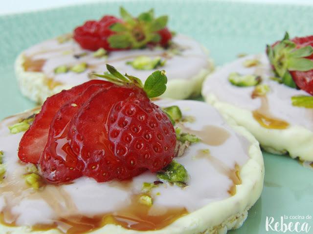 Tortitas de arroz con fruta y yogur