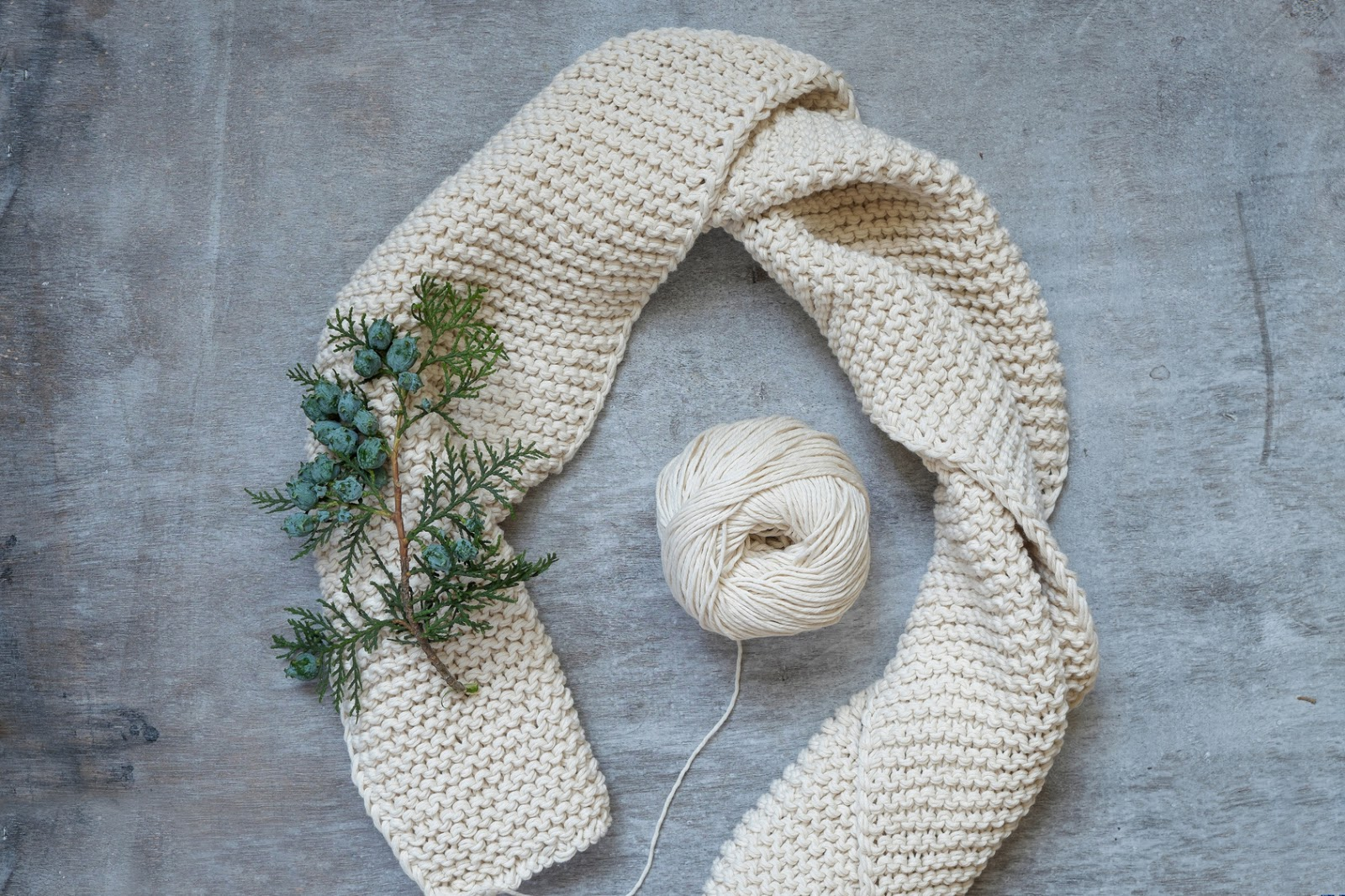 HOW TO LOOM KNIT A GARTER STITCH SCARF | Loom Knitting by This ...