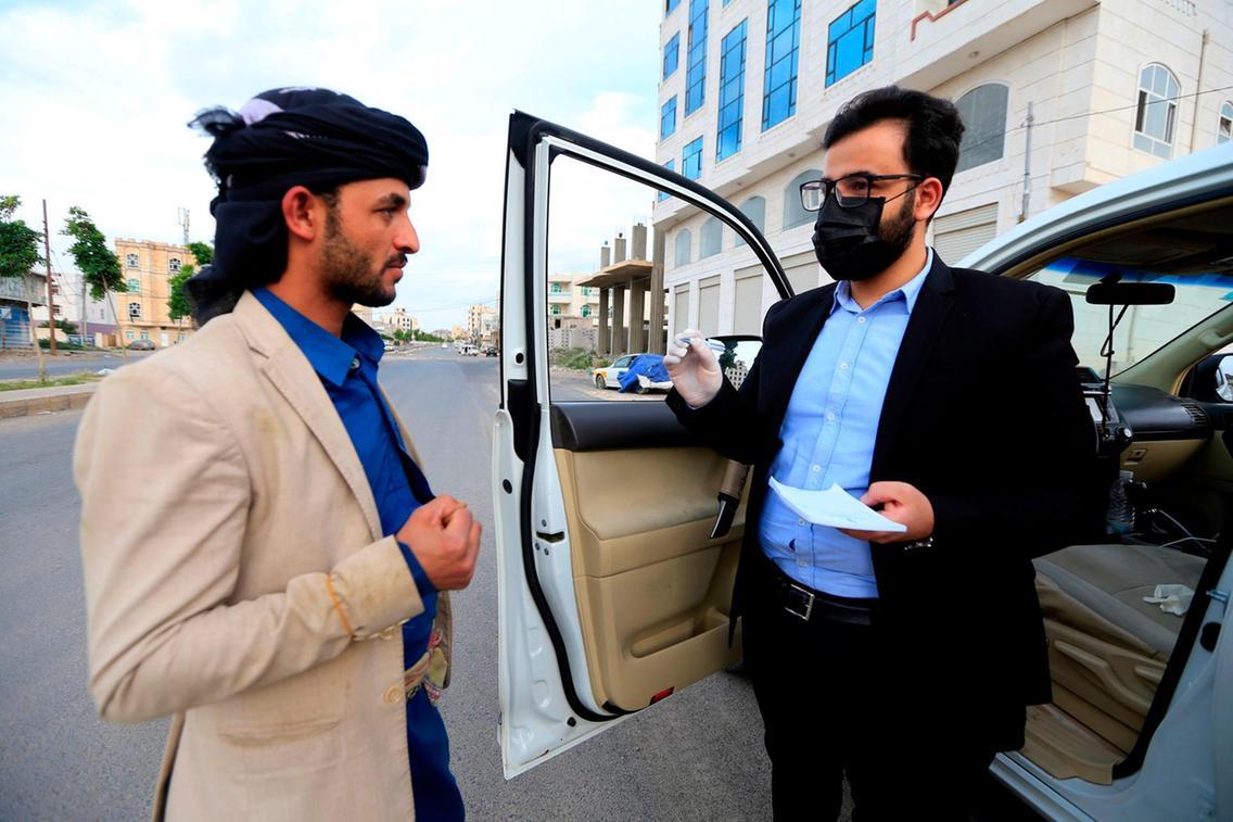 Dr Sami Yahya Al Hajj provides free medical consultations in Yemen on the road
